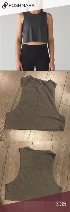 Lululemon love muscle crop tank sz2 Excellent condition! No signs of wear. Size 2. Its a loose fit so some may size down from a 4 to a 2 in this style. Riptag removed for comfort. 💲 Bundle with my other listings& save! lululemon athletica Tops Muscle Tees