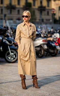 From midi dresses to boiler suits, the chicest looks from Milan Fashion Week Milan Fashion Week Street Style, Street Style Blog, Milan Fashion Weeks, Street Chic, Street Styles, Boiler Suit, Urban Chic, Fall Winter Outfits, Latest Fashion For Women