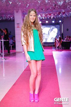 Vestido verde con chaqueta dorada.  - Moda en el Alferez Real - Galeria en: http://ow.ly/sxYNK
