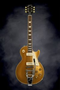 Gibson Les Paul Traditional - Gold top w/P90's | Sweetwater.com | Solidbody Electric Guitar with Mahogany Body, Maple Top, Mahogany Neck, Rosewood Fretboard, 2 P-90 Pickups, Bigsby Vibrato, and Hard Case - Goldtop