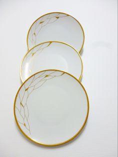 Assiettes en porcelaine de Limoges décor moderne doré