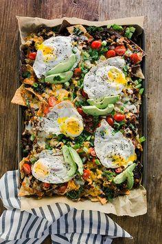 Vegetarian Breakfast Nachos with Sunny Side Up Eggs, Faux Chorizo, Fresh Avocado & Much Breakfast Nachos, Vegetarian Breakfast, Vegetarian Recipes, Cooking Recipes, Healthy Recipes, Brunch Recipes, Breakfast Recipes, Fresh Avocado, Cheesy Recipes