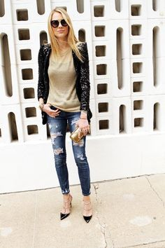 gold sequin jacket with distressed black jeans Diva Fashion, Urban Fashion, Womens Fashion, Fashion Edgy, Fashion Ideas, Luxury Fashion, Fashion Trends, Sequin Outfit, Sequin Blazer
