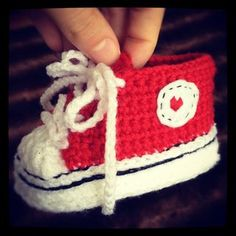 Crochet baby converse - will learn to crochet just to make these...or rather find someone else who can make them for me....you know if I ever have kids :)