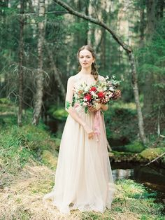 Enchanting forest nymph bridal shoot Florals: Marina Shentyapina | Photography: Dmitry Shentyapin |