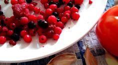 Nie chcemy nikogo straszyć, choć fakty zastraszające są. Choroba niedokrwienna serca, udar mózgu oraz miażdżyca naczyń krwionośnych są główną przyczyną zgonów w Polsce. Dlatego zacznij już dziś dbać o swoje serce, sprawność i elastyczność naczyń krwionośnych. Proponujemy dziś sok pomidorowo-porzeczkowo-marchwiowy z dodatkiem czosnku i malin.