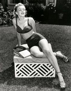 """1959: Marilyn Monroe relaxing and on a break at the BH Hotel,  while filming """"Let's make love"""""""