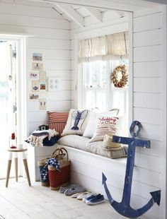 Cute, nautical decor in a wonderfully decorated nook