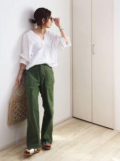 Womens Fashion Simple Casual Pants Ideas For 2019 Pink Fashion, Fashion Pants, Daily Fashion, Fashion Outfits, Womens Fashion, Fashion Sandals, Khakis Outfit, Japan Fashion, Minimalist Fashion