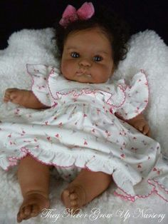 Lachelle - They Never Grow Up Nursery Reborn DollsWhere babies are babies. Reborn Doll Artist Debbie Henshaw love the chubby cheeks perfect doll for everyone Reborn Baby Girl, Reborn Babypuppen, Reborn Toddler Dolls, Reborn Dolls, Reborn Nursery, Life Like Baby Dolls, Life Like Babies, New Dolls, Barbie Dolls