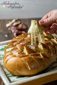 Aleksandra's Recipes: Gouda and garlic butter pull apart bread (with step-by-step photos) Garlic Butter For Bread, Garlic Bread, Goody Recipe, Great Recipes, Favorite Recipes, Pull Apart Bread, Buffalo Wings, Finger Food, Appetizer Recipes