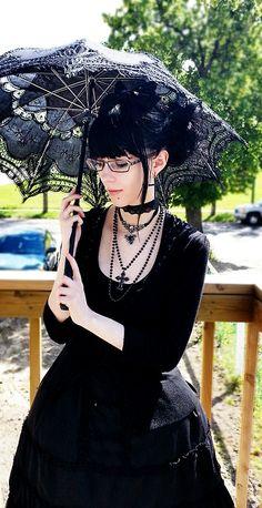 She's got my parasol ^^
