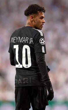 Real Madrid ready to make bid for Neymar - HF Lionel Messi, Cr7 Messi, Neymar Psg, Neymar Memes, Best Football Players, Football Is Life, Soccer Players, Neymar Jr Wallpapers, Cristiano Ronaldo Wallpapers