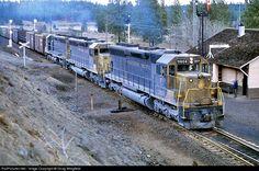 Net Photo: NP 3604 Northern Pacific Railway EMD at Scribner, Washington by Doug Wingfield Railroad Pictures, Burlington Northern, Railroad Photography, Model Train Layouts, Diesel Locomotive, Train Tracks, Photo Location, Model Trains, Rail Train