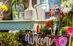 Hand-painted Welcome sign by Oblige Designs - Ashley McCray Photography - Orangerie Events - Event Decor