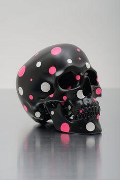Pink and white polka dot skull Skull Face, Skull Head, Human Skull, Sugar Skull Art, Sugar Skulls, Skeleton Art, Skull Decor, Foto Art, Skull Design