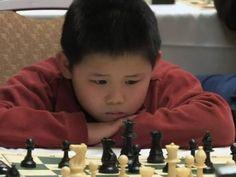 Com apenas 8 anos, Awonder Liang já venceu campeonato mundial de xadrez.