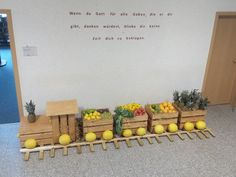 Bigger version and with actual wheels, filled nicely with produce. A window could be added in the front, more detail would make it look better. Harvest Decorations, Thanksgiving Decorations, Thanksgiving 2017, Event Decor, Fall Decor, Diy And Crafts, Seasons, Halloween, Window