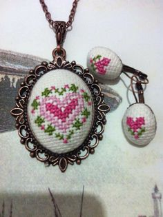 This Pin was discovered by Hda Wool Embroidery, Embroidery Jewelry, Embroidery Hoop Art, Cross Stitch Embroidery, Cross Stitch Charts, Cross Stitch Designs, Cross Stitch Patterns, Brazilian Embroidery, Needlepoint Patterns
