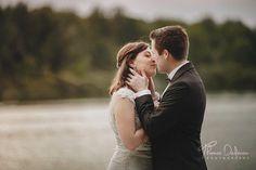 Séance Day After dans l'aube au lac de la forêt d'Orient pour ces deux adorables mariés de 2017   #photographemariage #photographetroyes #dayafter #weddingphoto #photodayafter #afterwedding #robesirene #robemariée #pronovias   www.unmariagedereve.com