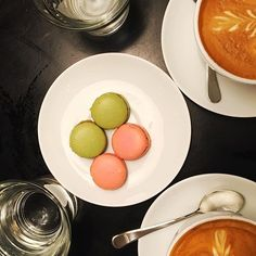 Happiness is a cup of coffee & a good friend ❤ #sunday #coffee #macarons #friend #bff