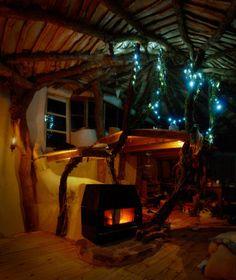 DIYで作り上げた、おとぎ話に出てきそうな森小屋 - GIGAZINE