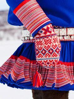 Norwegian mittens, specifically Laplander, or Suomi, mittens. Knit Mittens, Knitted Gloves, Knitting Socks, Folklore, Beautiful Norway, Thinking Day, Folk Fashion, Fair Isle Knitting, Folk Costume