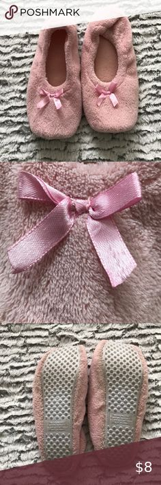 Comfy pink slippers with a bow. Size medium Treat yourself to a comfy pair of pink slippers size medium Shipped with USPS priority Mail Shoes Slippers Pink Slippers, Priority Mail, Pink Ladies, Baby Shoes, Shop My, Comfy, Bows, Pairs, Medium