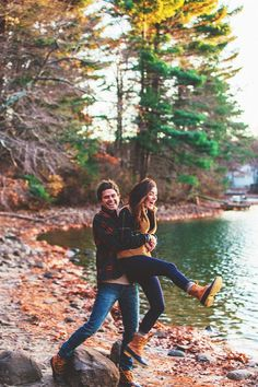 This gorgeous Fall engagement photoshoot is so perfect for any autumn-loving couple! Photo Couple, Couple Shoot, Couple Pics, Silly Couple Pictures, Couple Goals Teenagers Pictures, Couple Fun, Photos Of Girls, Pictures Of Couples, Couple Christmas Pictures