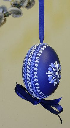 Blue & White Decorated Easter Egg with Bow . Egg Crafts, Easter Crafts, Holiday Crafts, Happy Easter, Easter Bunny, Art D'oeuf, Carved Eggs, Easter Egg Designs, Ukrainian Easter Eggs