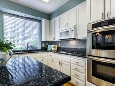 Fascinating blue granite in modern and wall colors bedroom color combinations white kitchen . Blue Granite Countertops, White Cabinets White Countertops, Black Kitchen Countertops, Kitchen Backsplash, Kitchen Walls, Island Kitchen, Backsplash Ideas, Kitchen Cabinets, Blue Kitchen Designs