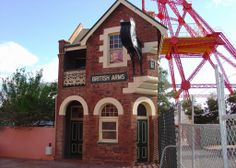 This heritage-listed hotel is believed to be the narrowest pub in the Southern Hemisphere, and houses three display galleries upstairs. There is Dr Rout's dental surgery, the display of historic Trade Union banners, and a recreation of an Edwardian parlour on the Goldfields.