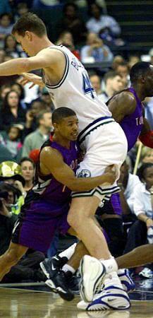 Muggsy Bogues vs Shawn Bradley - http://www.hghstrip.com/wp-content/uploads/2011/02/4.-Shawn-Bradley.jpg