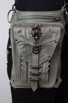 Shark Bite Holster and Hip Bag by JungleTribe on Etsy Light gray Thigh Bag, Steampunk Accessoires, Mein Style, Shark Bites, Leather Holster, Leather Working, Purses And Bags, Messenger Bag, Shoulder Bag