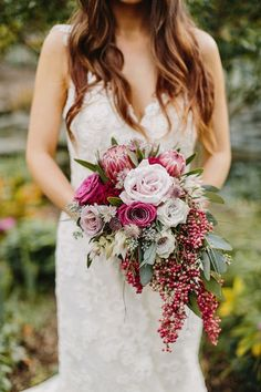 Top 5 Glamorous Wedding Trends For 2019 - Hochzeitskleid Ideen Cascading Wedding Bouquets, Cascade Bouquet, Fall Wedding Flowers, Flower Bouquet Wedding, Flower Bouquets, Purple Bouquets, Bridesmaid Bouquets, Pink Bouquet, Brooch Bouquets