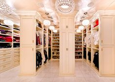 Walk in closet. I want!