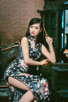 🏮 中国服装美女 💕♍♏ 🏮 - dup Beautiful Chinese women girls in the world Oriental Dress, Oriental Fashion, Asian Fashion, Chinese Fashion, Beautiful Chinese Women, Beautiful Asian Girls, Sexy Asian Girls, Traditional Dresses, Asian Woman