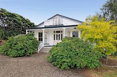 Exclusively located in the company of other lifestyle properties, here is a rare opportunity to purchase a dream come true restored double bay window villa set within the prestigious enclave of Muriwai, just minutes to the many cafes, schools and wineries of Waimauku and Kumeu.