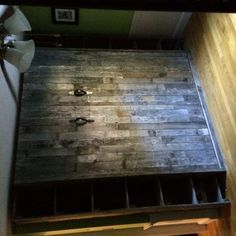 Decorate your room in a new style with murphy bed plans Man Cave Loft, Wood Pallets, Pallet Wood, Modern Murphy Beds, Murphy Bed Plans, How To Remove Rust, Industrial Loft, Industrial Design, Weathered Oak