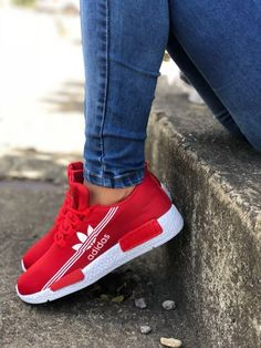 Varied sports shoes for Colombian fashion ladies. - Kim Clay - - Varied sports shoes for Colombian fashion ladies. Moda Sneakers, Cute Sneakers, Sneakers Fashion, Fashion Shoes, Fashion Fashion, Fresh Shoes, Mode Outfits, Sports Shoes, Comfortable Shoes