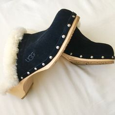 UGG Black Kalie Clog Suede and rubber soles. Super soft and cozy for winter! These are in excellent condition! Very minor scuffs on wood heel/bottom. No box.Offers are always welcomed! I only quote bundles Bundles are discounted No trades for this item No PayPal UGG Shoes Mules & Clogs