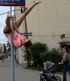 street pole dance 6 Street Pole Dance street art sexy rue pologne pole dance panneau