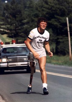 "Terrance Stanley ""Terry"" Fox CC OD (July 1958 – June was a Canadian athlete, humanitarian, and cancer research activist. In with one leg having been amputated, he embarked on a cross-Canada run to raise money and awareness for cancer research. Canadian Things, I Am Canadian, Canadian History, Canadian People, Everton, We Are The World, In This World, Fox Running, All About Canada"