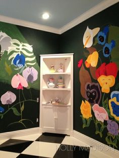 Alice in Wonderland room. Can we just a moment to appreciate the effort and talent that Holly Madison  used to create this mural for her baby?