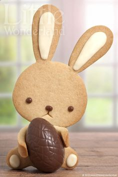Easter bunny | Cookie Connection  - He looks so sad.  I think I'd give him a happier expression!