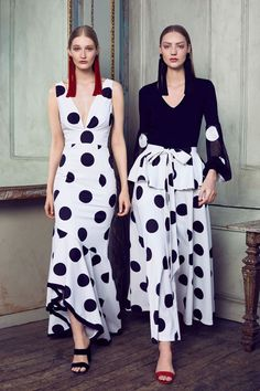 I know it's couture season but you know me and polka dots Sachin & Babi Resort 2018 Fashion Show Collection Dots Fashion, Fashion Mode, White Fashion, Fashion 2018, Fashion Week, Couture Fashion, Fashion Dresses, Fashion Looks, Womens Fashion