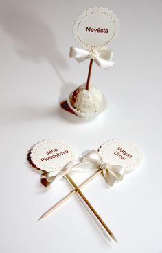 Svtební jmenovky..aneb rafaelo to řekne za Vás.. Name Cards, Wedding Inspiration, Hair Accessories, Pink, Photography, Weddings, Mariage, School, Gifts