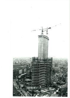 La Tour en construction. A cette époque je vivais à Paris.