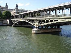 Elle  a dit « je t'aime » su' l'pont d'Bir-Hakeim - L' amours en dix-neuf ponts de Jacques Provins.
