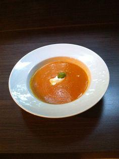 Pompoen soep Panna Cotta, Eggs, Drink, Breakfast, Ethnic Recipes, Food, Morning Coffee, Dulce De Leche, Beverage